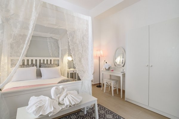 HONEYMOON SUITE FOR UP TO 4